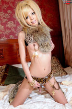 sexy tranny tigar lingerie in chains and oppa