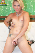 Cougar Kamila loves tattooed guys with big muscles that can by dominant in the bedroom and give great blowjobs